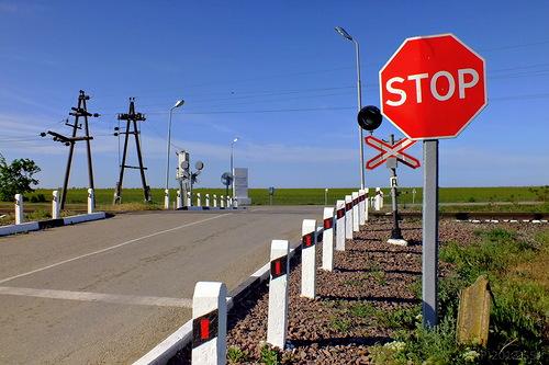 Правильная остановка и пересечение железнодорожного переезда ...