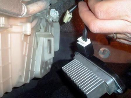 Как заменить салонный фильтр на мазда 3