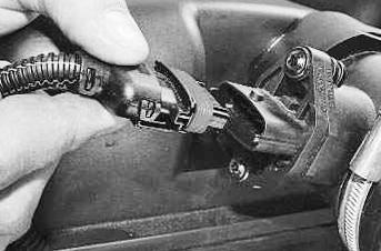 Фото №3 - как поменять воздушный фильтр в ВАЗ 2110