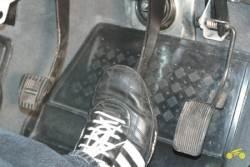 Педаль тормоза проваливается в пол шевроле нива