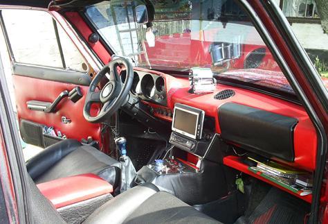 Черно-красная панель приборов ВАЗ 2101