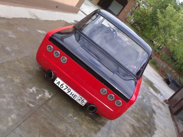Задний бампер черно-красного ВАЗ 2101