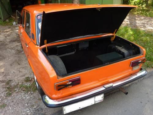 Багажник оранжевого ВАЗ 2101