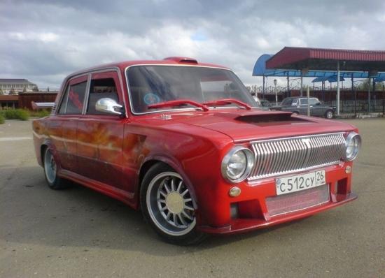 Передний бампер красного ВАЗ 2101