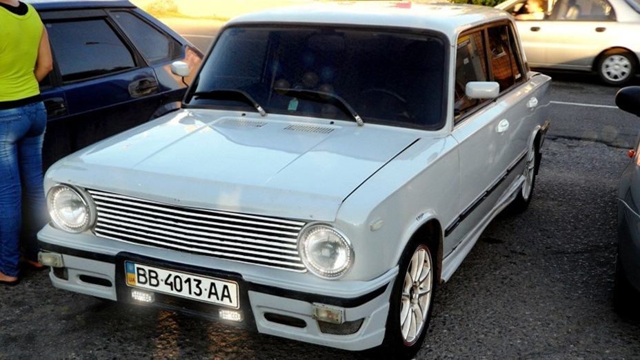 Передний бампер белого ВАЗ 2101
