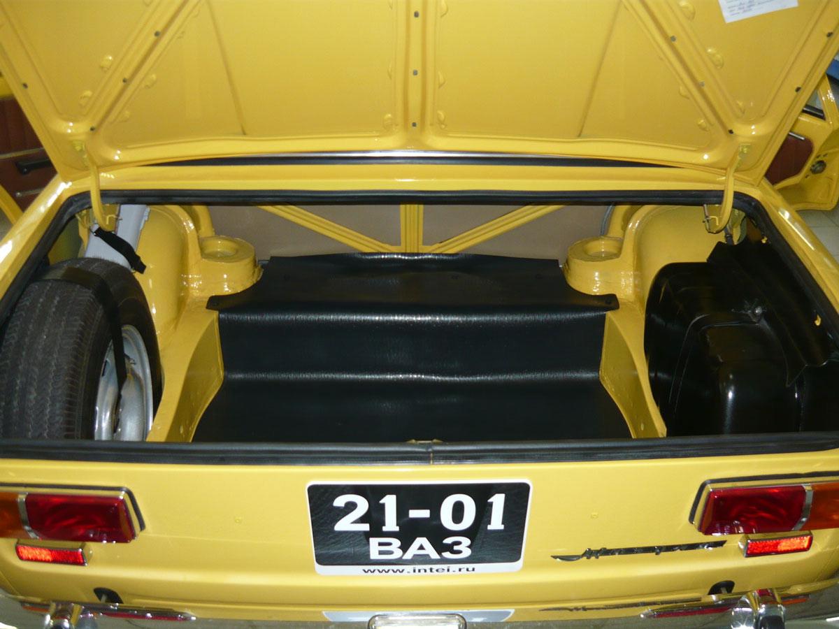 Багажник желтого ВАЗ 2101
