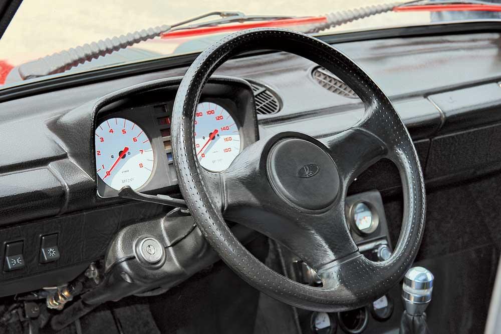 Панель приборов красного ВАЗ 2101