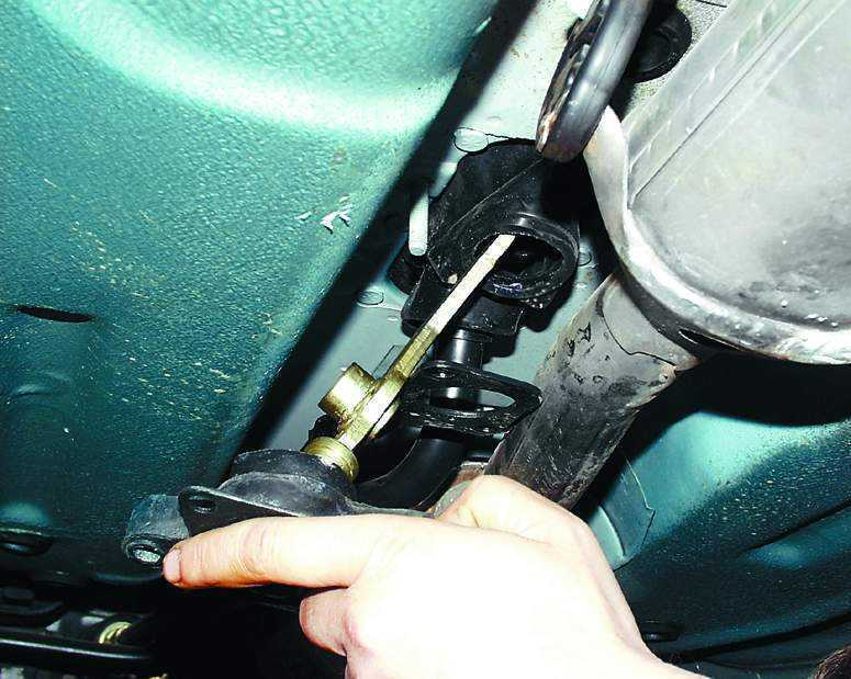 Фото №9 - почему болтается рычаг переключения передач на ВАЗ 2110