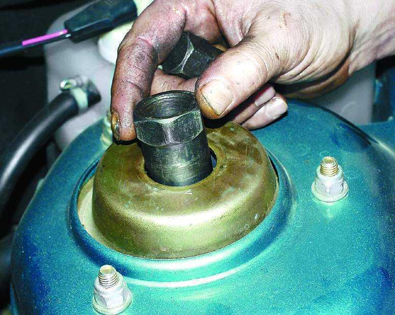 Фото №14 - как поменять стойки на ВАЗ 2110