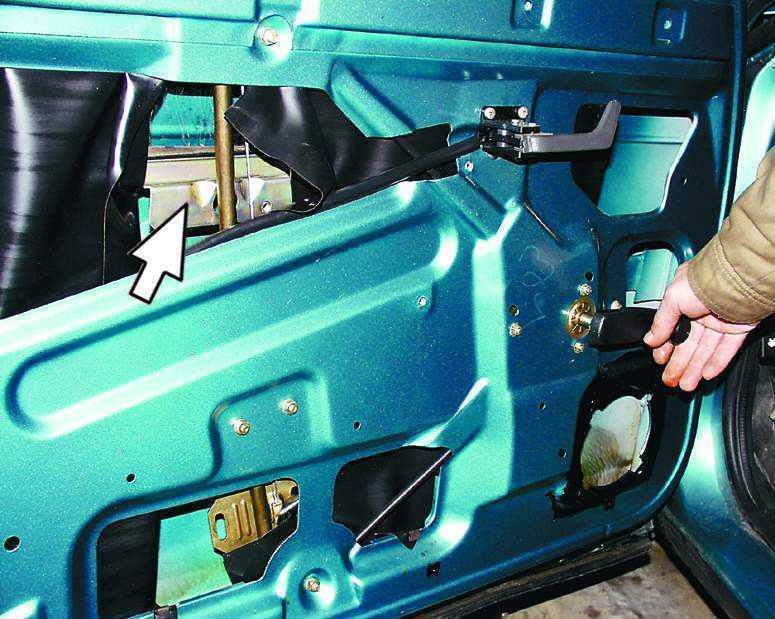 Фото №11 - ВАЗ 2110 установка стеклоподъемников