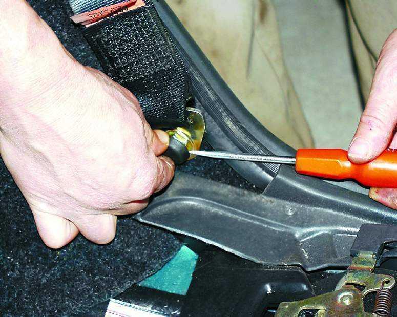 Фото №6 - как отремонтировать ремень безопасности на ВАЗ 2110