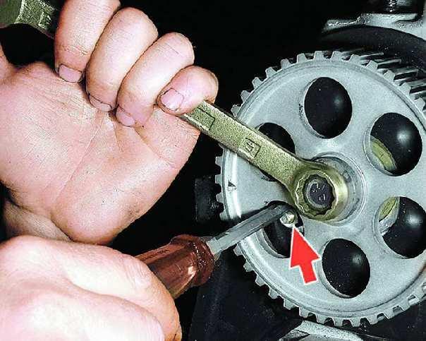 Фото №5 - как снять зубчатый шкив коленчатого вала ВАЗ 2110