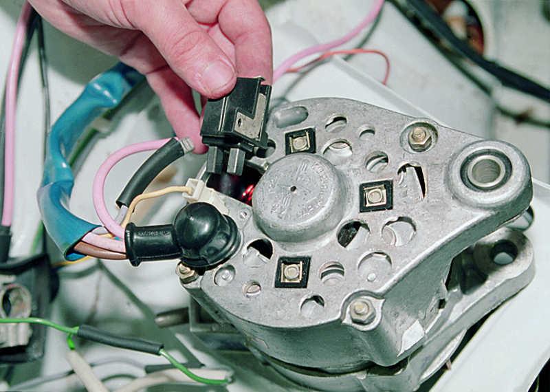 Фото №29 - как менять щетки на генераторе ВАЗ 2110