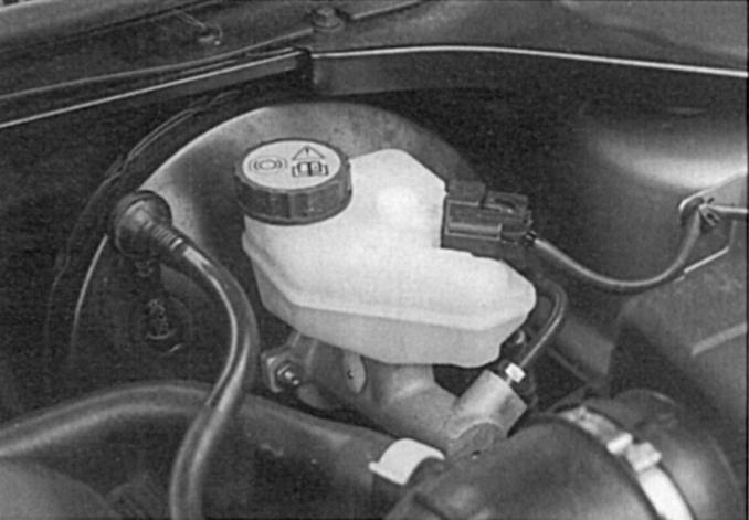 Где находится бачок с тормозной жидкостью на бмв е39