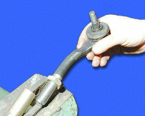 Замена рулевых наконечников ваз 2108 своими руками