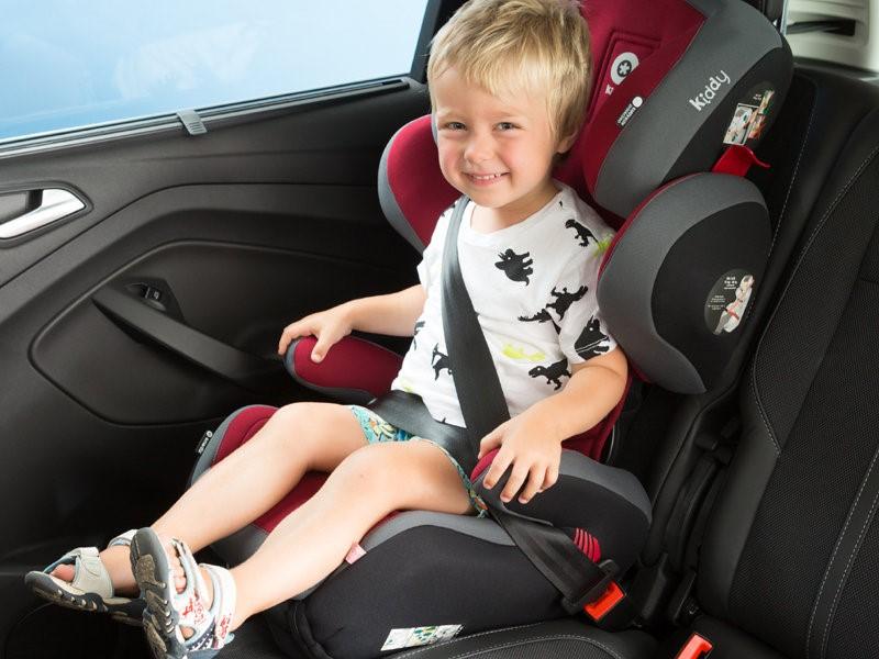 Картинка ребенок в автомобильном кресле