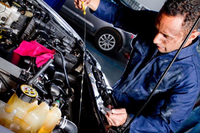 Когда менять масло в коробке передач Рено Логан: интервалы – Taxi Bolt