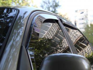 Выбираем и монтируем дефлекторы для автомобильных дверей