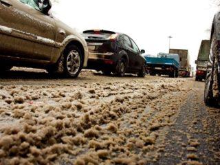 Кого винить, если грязь на дороге, стала причиной аварии