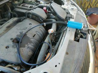 Как сменить масло в двигателе и остаться чистым