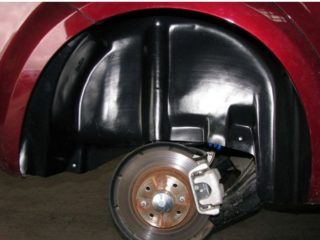 Когда пластиковые подкрылки наносят вред кузову