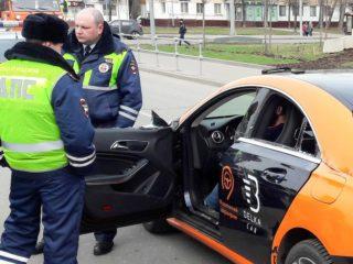 Прав ли инспектор ГИБДД, требуя подтверждения аккаунта, если автомобиль взят в