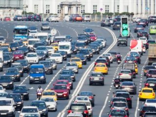 Какая полоса движения безопаснее на дороге