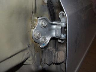 Как отрегулировать просевшие петли автомобильных дверей