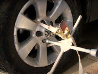 Как демонтировать сорванную «секретку» с колеса автомобиля