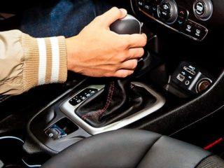 Как остановить машину с АКПП, если отказали тормоза
