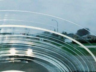 Как бороться с полосками от «дворников» на ветровом стекле