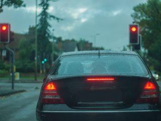 Что делать, если машина спереди, резко затормозила