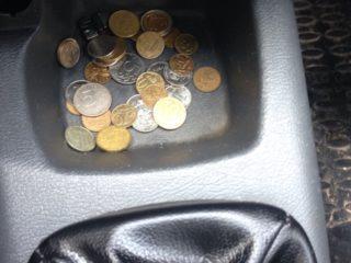 Почему не стоит хранить денежную мелочь в машине
