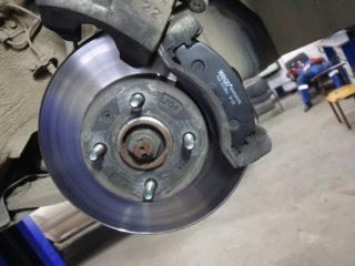 Как поменять задние тормозные колодки на Хендай Солярис (Hyundai Solaris)