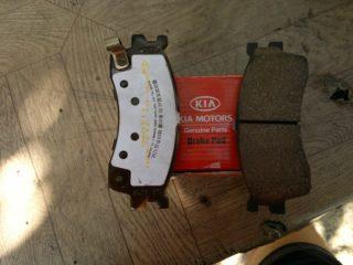 Как поменять тормозные колодки на Киа Спектра (Kia Spectra)