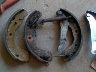 Как поменять задние тормозные колодки на Гранте