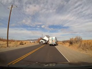 Не соблюдающие скоростной режим: чем опасны грузовые автомобили на поворотах