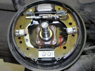 Как поменять задние тормозные колодки на Весте