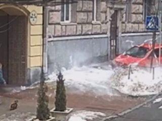 Соблюдай ПДД: в Киеве водитель поплатился за нарушение правил