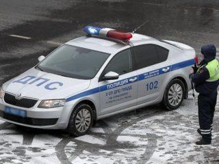 Инспектор ДПС оштрафовал водителя за то, что он стоял на обочине не пристегнутым: законны ли такие действия