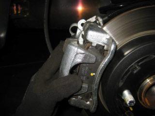 Замена передних, задних колодок на Kia Rio (Киа Рио) 3