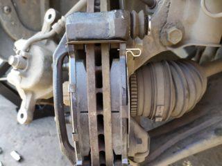 Замена передних и задних тормозных колодок Хендай Акцент (Hyundai Accent)