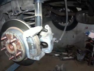 Замена передних и задних тормозных колодок Хендай Крета (Hyundai Creta)