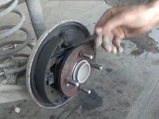 Замена тормозных колодок на Kia Rio (Киа Рио) 4 поколения