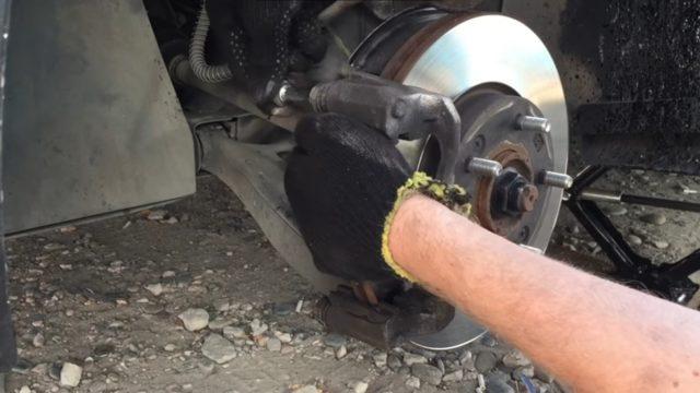 Замена тормозных колодок Крета. Подробная инструкция как поменять тормозные колодки на Хендай Крета