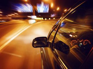 Почему опытные водители регулярно ездят на высокой скорости