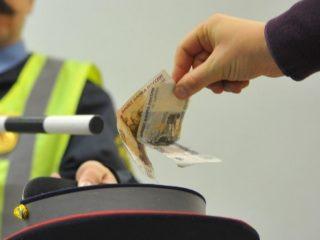 Инспектор намекает на взятку: как действовать водителю