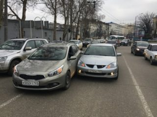 Подрезали на дороге: как правильно отреагировать и не нарваться на проблемы