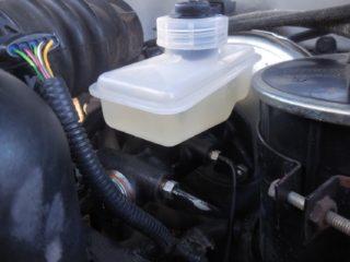 Тормозная жидкость для ВАЗ-2114: куда заливать, как поменять
