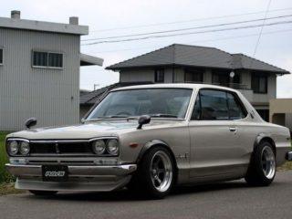 Почему на японских машинах зеркала заднего вида установлены ближе к фарам, а не к дверям?